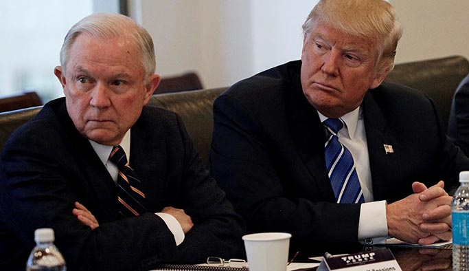 Donald Trump'ın kabinesi dağılıyor