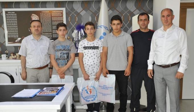 Genç halterciler, Rize'de yapılacak olan Türkiye şampiyonası öncesinde 'altın' sözü verdiler