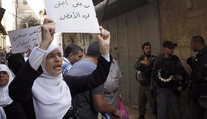 İsrail 50 yaş altındaki müslümanların Aksa'ya girişlerini yasakladı