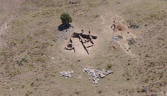 Manisa'da 3 bin 500 yıllık tahıl ambarı bulundu