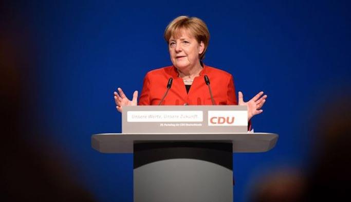 Merkel: Konya iznini siyasi pazarlık konusu yapmayacağız