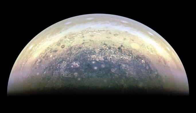 NASA, Jupiter'i yakından fotoğrafladı