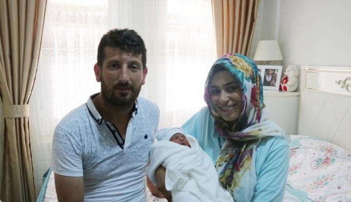 (özel haber) - Yeni doğan bebeğinin ismini Ömer Halis koydular