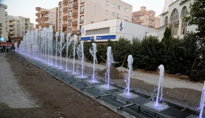 Sanat Sokağında ışıklı fıskiyeli kuru havuz çalışması