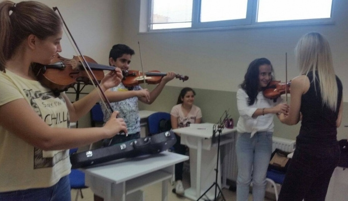 Sanatsever çocuklardan Yunusemre'nin kurslarına yoğun ilgi
