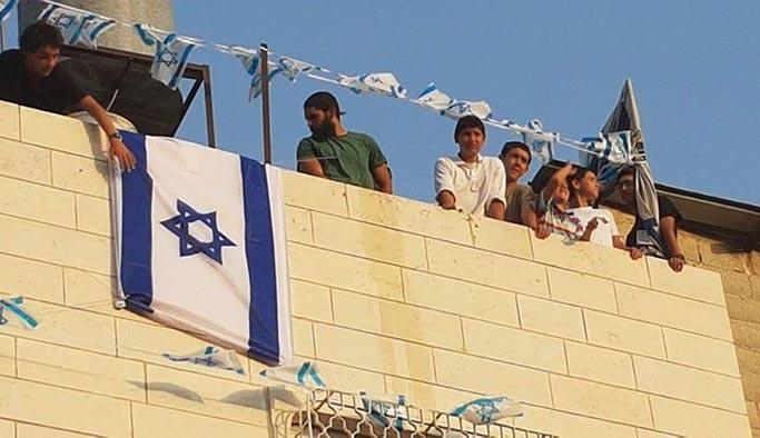 Siyonist işgalciler Filistinlilerin evine el koydu