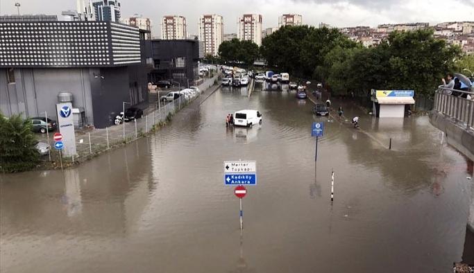 İstanbul'daki afetle ilgili ilk resmi açıklamalar