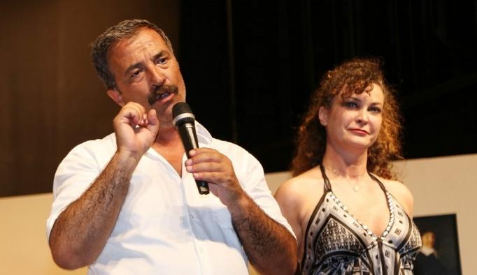 Ünlü oyuncu İpek Tenolcay'a sahnede sürpriz