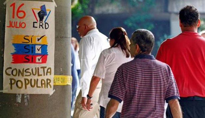 Venezuela'da olaylar durulmuyor, seçim merkezi tarandı