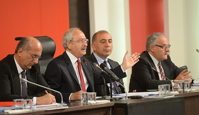 AK Parti'den sonra CHP de yenilenme kararı aldı