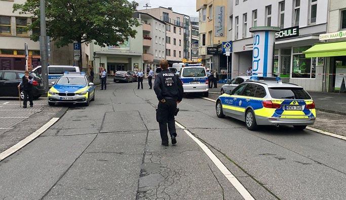 Almanya'da bıçaklı saldırı: Bir kişi öldü