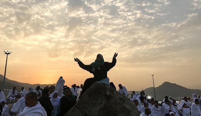 Arafat'ta büyük gün, hacı adaylarının intikali başladı