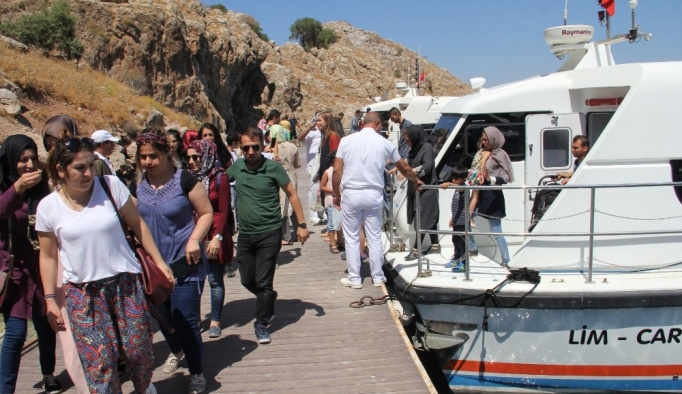 Deniz otobüsleri 15 bin yolcu taşıdı