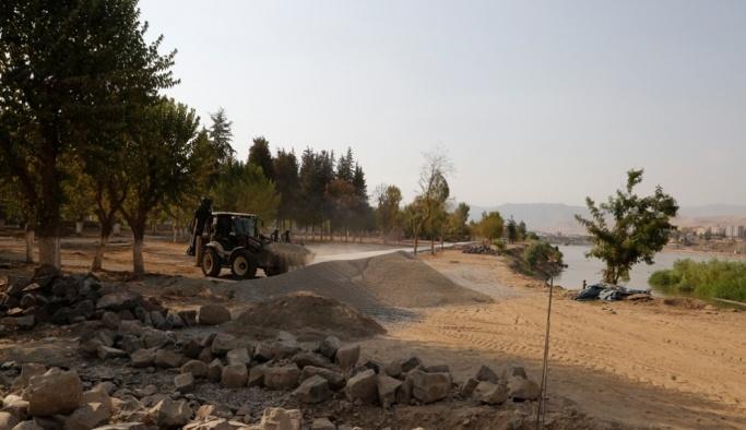 Dicle Nehri kenarındaki parklar yenileniyor