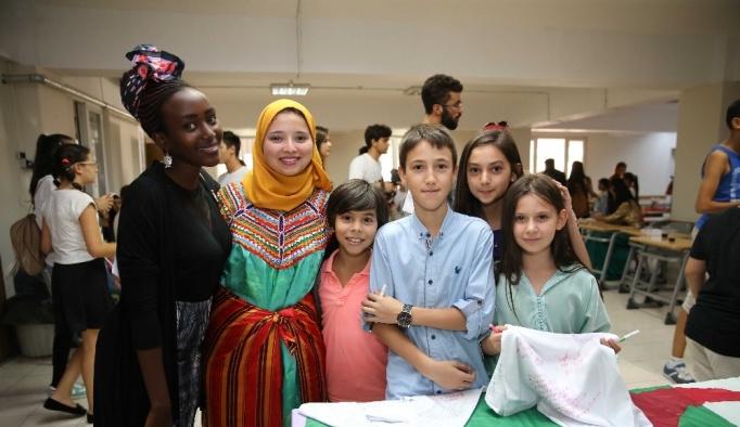 Dünya gençleri Karşıyaka'ya hayran kaldı