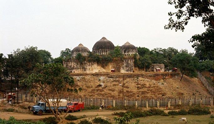 Hindistan'dan Babür Camii veya Babri Camii tartışması
