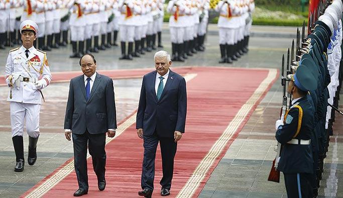 İlk kez bir Türk başbakanı Vietnam'da