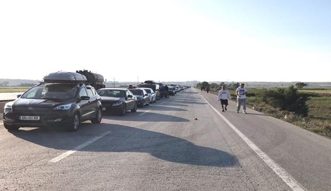 İpsala Sınır Kapısı'nda 5 KM'lik tatilci kuyruğu