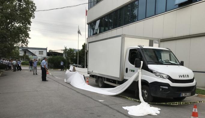 Kamyonetin çarptığı temizlik görevlisi kadın öldü