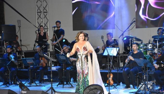 Sibel Can, Marmaris'te konser verdi