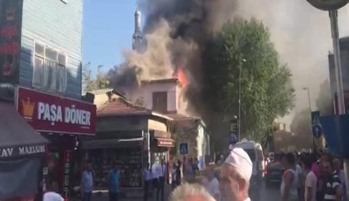 Tarihi Büyük Hamam alev alev yanıyor