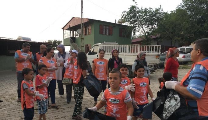 Tema gönüllüsü çocuklar çevre temizliği yaptı