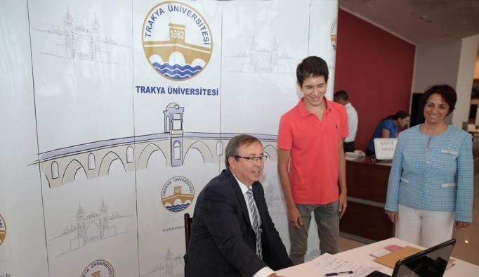 TÜ'de ilk kaydı Rektör Tabakoğlu yaptı
