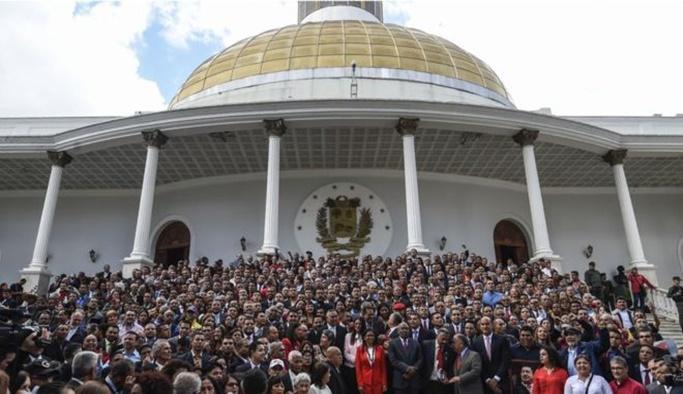 Venezuela'da muhaliflere büyük darbe