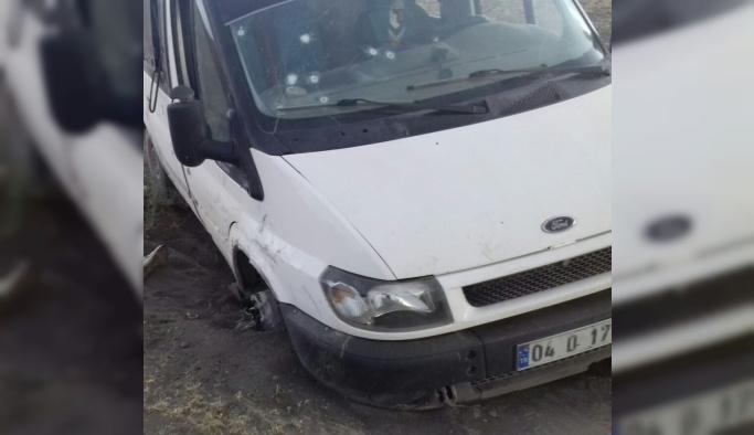 PKK bu kez göçmenleri taşıyan minibüsü taradı