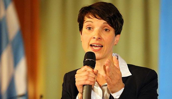 Almanya'da istifa sürprizi, ilk kez meclise girmişti