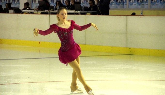 Artistik Buz Pateni Nenehatun Kupası figür yarışları sona erdi
