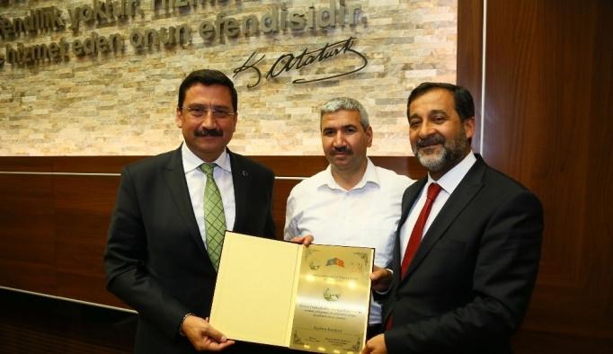 Başkan Ak'a Türk dünyasına hizmet ödülü