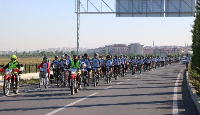 Beyşehir Gölü etrafında bisiklet turu başladı