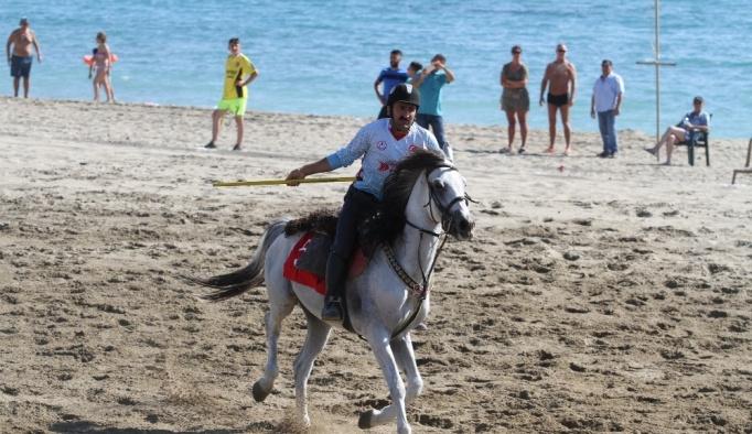 Binlerce turisti ağırlayan plaj ciritçilere kaldı