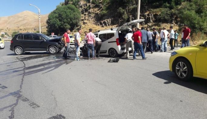 Bitlis'te trafik kazası: 6 yaralı