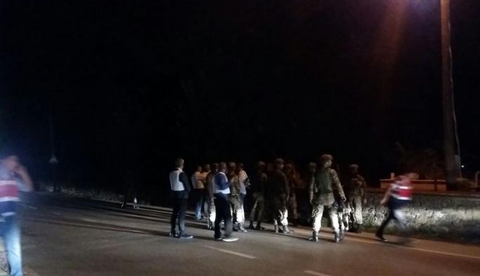 Bursa'da hareketli gece, 2 polis yaralandı