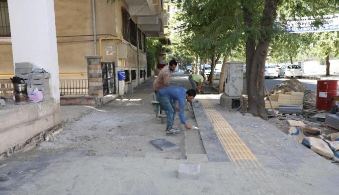 Büyükşehir kaldırımları yenilemeye devam ediyor