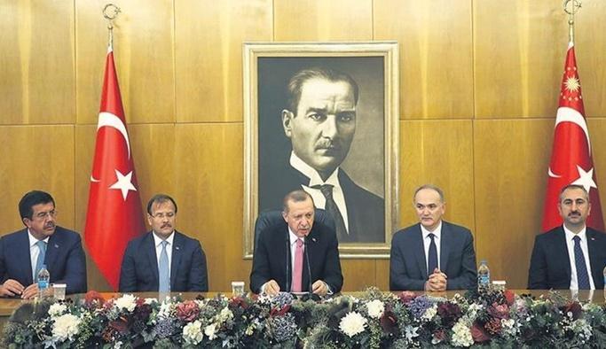 Erdoğan: Bu işin arkasından pis kokular geliyor