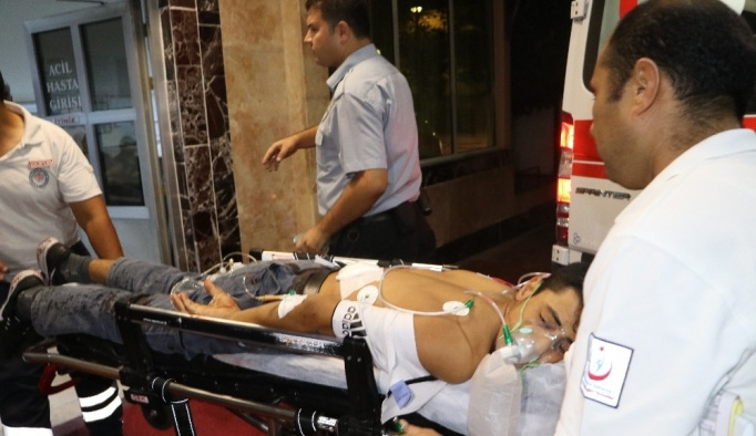 Evinin önünde tabancayla vurulan genç ağır yaralandı