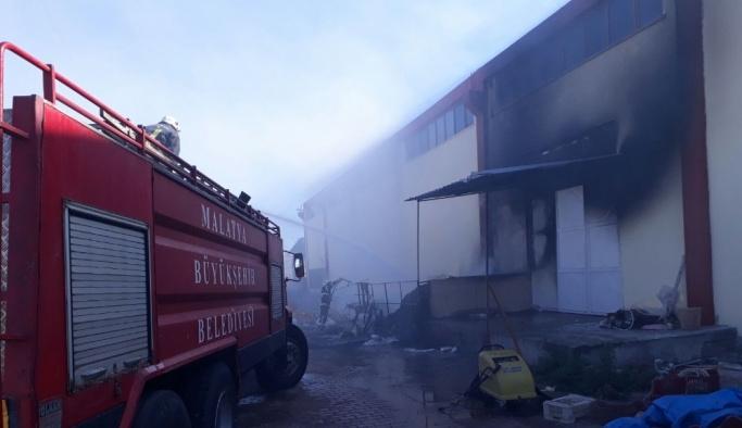 Fabrika yangını büyümeden kontrol altına alındı