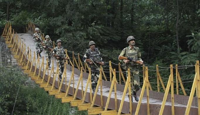 Hindistan ordusu Keşmir'e saldırdı