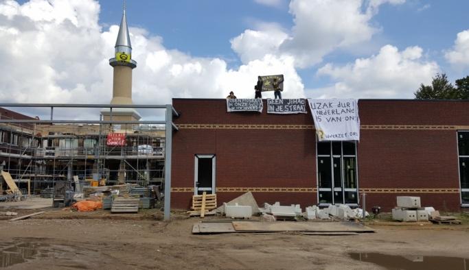 Hollanda'da inşası süren camiye İslamofobik saldırı