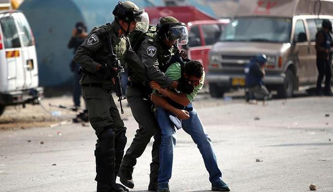 İsrail ağustos ayında 522 Filistinliyi gözaltına aldı