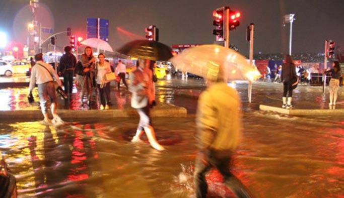 İstanbul'da metrekareye '6 dacanalık yağmur' yağdı