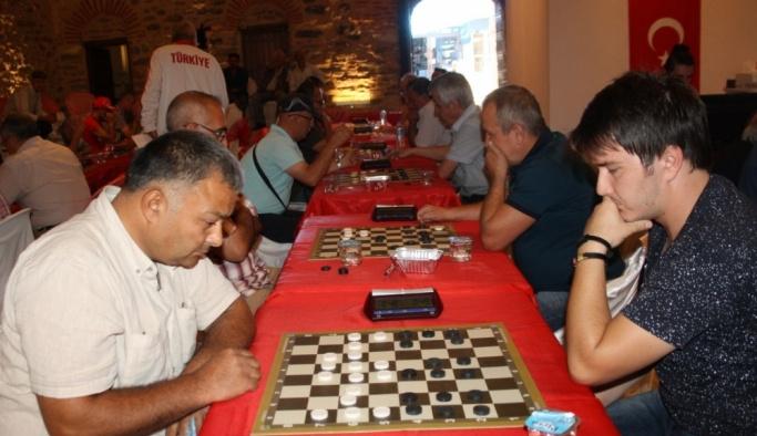 İzmir'de Uluslararası Türk Daması Şampiyonası
