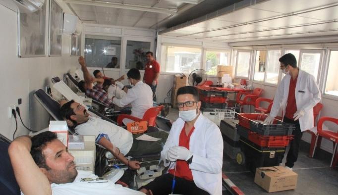 Kızılay Hakkari'de kan bağışı kampanyası başlattı