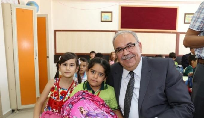Kutlu yeni eğitim camiasına ve öğrencilere başarılar diledi