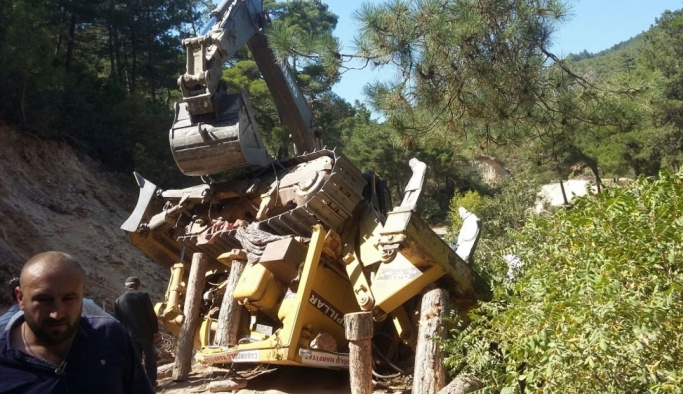 Manisa'da iş makinesi devrildi: 1 ölü, 1 yaralı