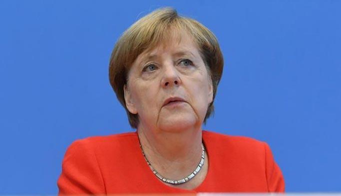 Merkel bir kez daha protesto edildi