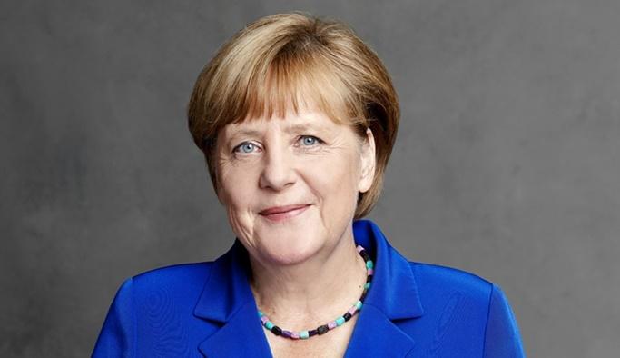 Merkel'den Türk oyları için Türkçe mesaj!